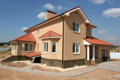 Дом кирпичный облицованный Голицынским лицевым кирпичом