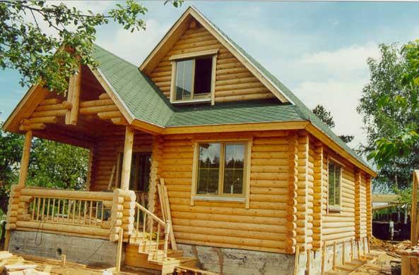 Дом, построенный из оцилиндрованного бревна