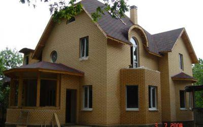Дом размером 13,2х13,8м двухэтажный.