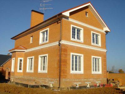Дом кирпичный, с цокольным этажом
