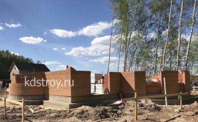 Возведение стен первого этажа из керамических блоков с облицовкой